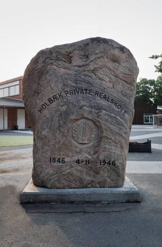 Holbæk private realskole sten