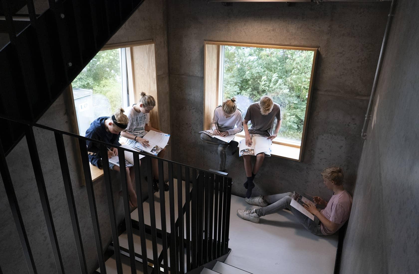 Holbæk private realskole siddenicher i trappeløb