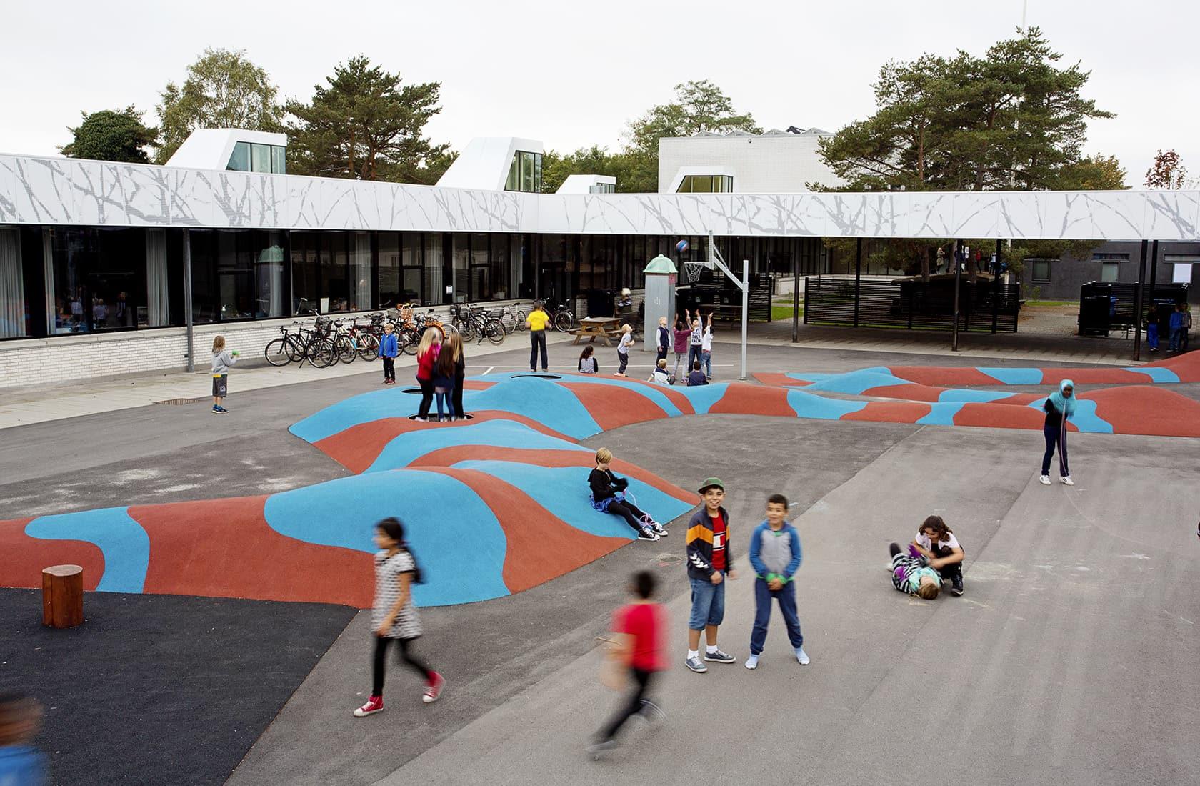 Dyvekeskolen skolegård