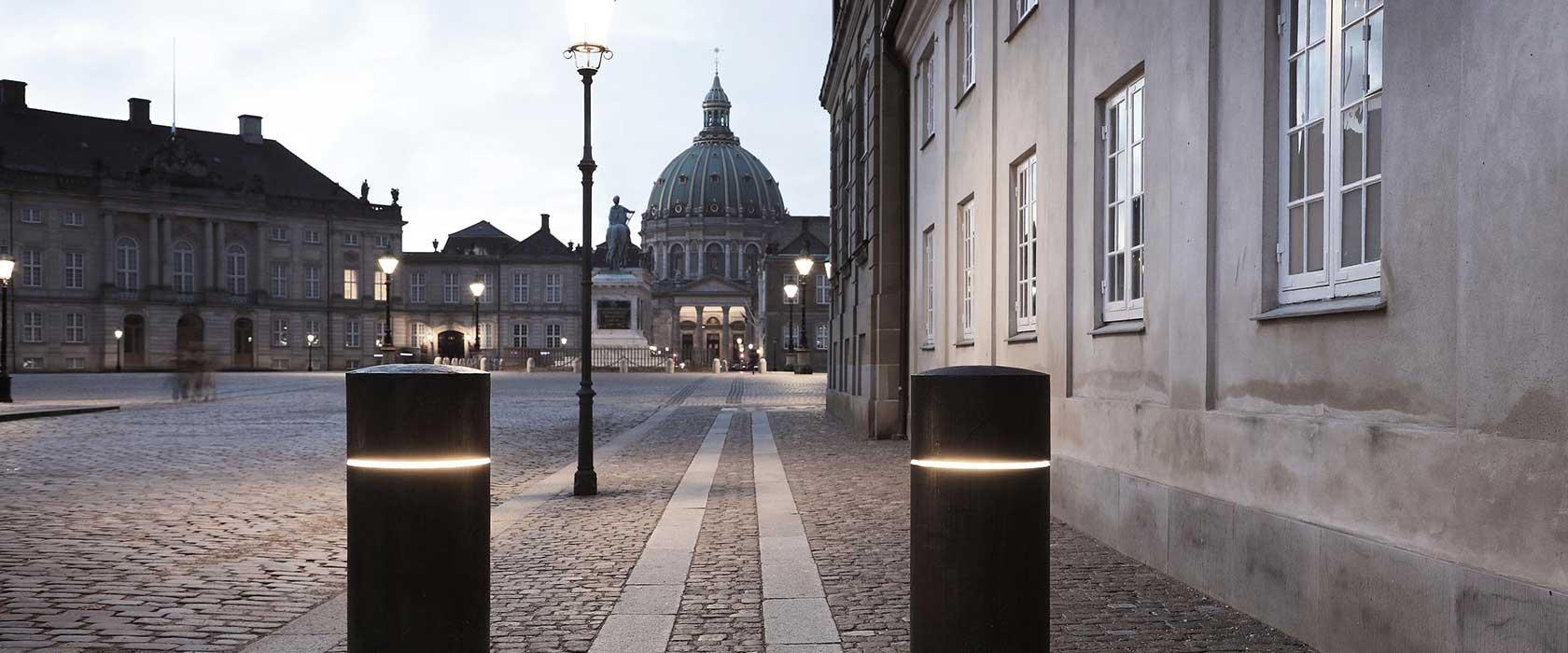 Amalienborg Slotsplads by night