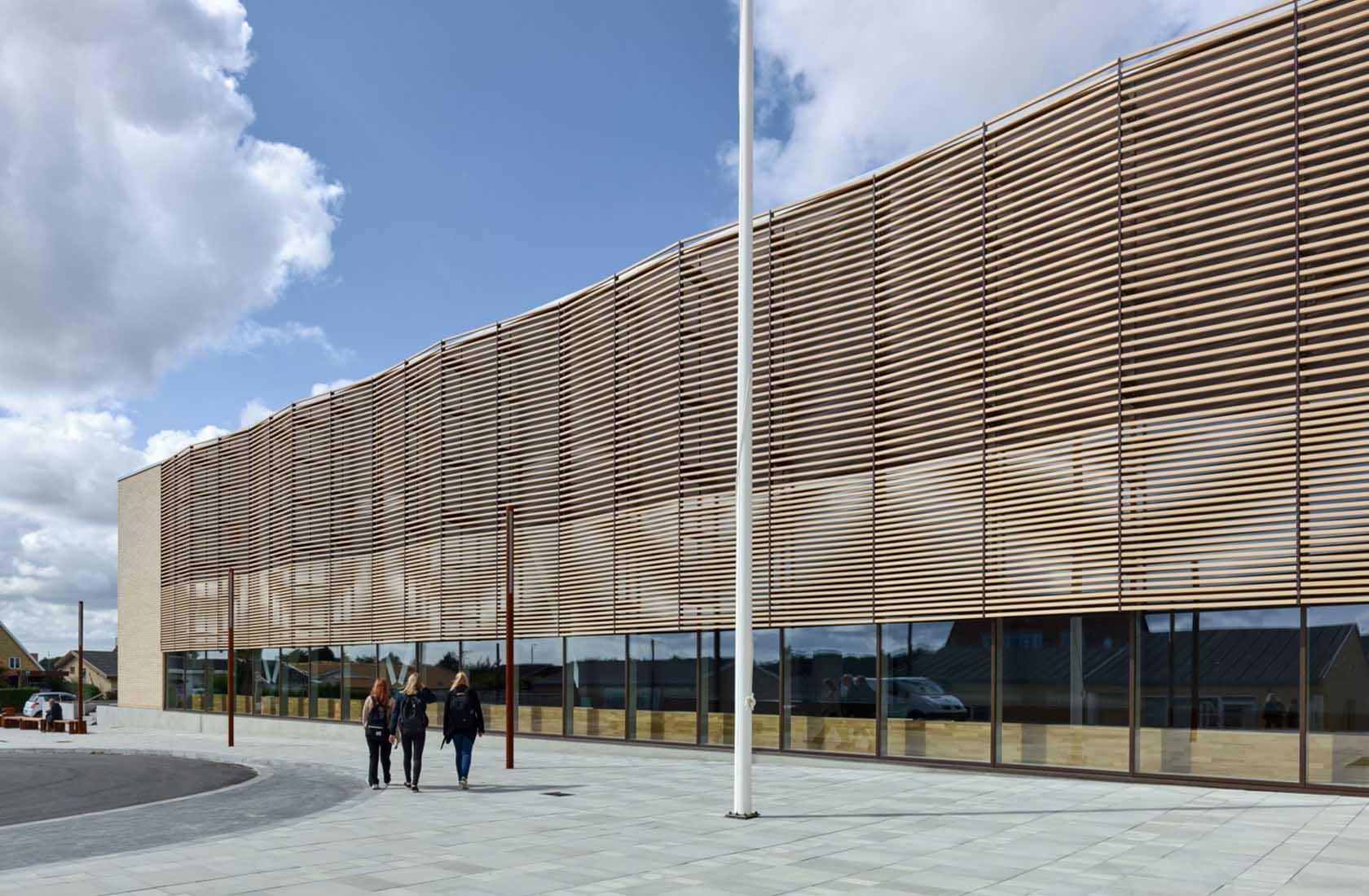 Campus Nyborg facade med flagstang