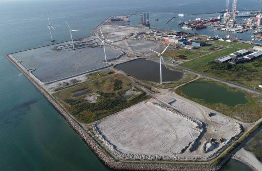 Frederikshavn Havn oppefra med vindmøller