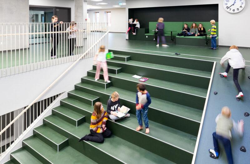 Lindebjergskolen aktivitetstrappe