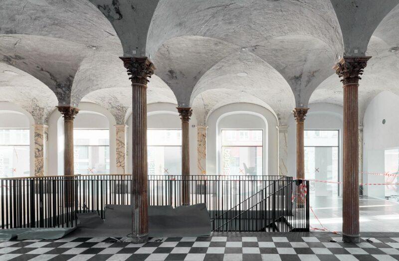 Niels Hemmingsens Gade renovering med søjler og trappe