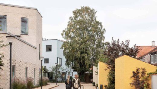 Thomas B. Thriges Gade cykelsti med gående par