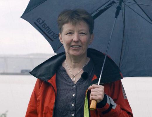 Lotte Meldgaard ved strand