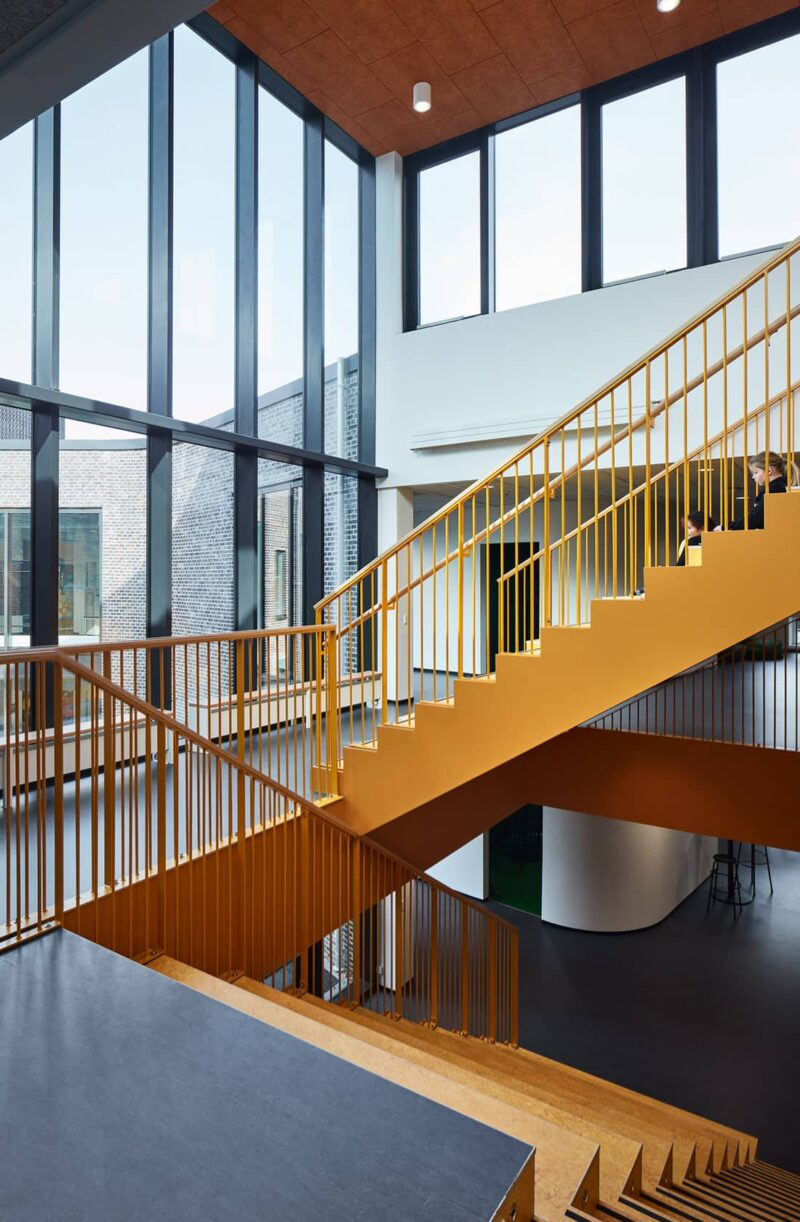 Gul trappe i Kjellerup Skole
